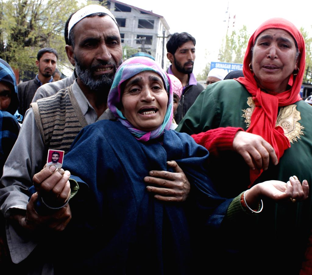 People demonstrate against police high-handedness and harassment in Srinagar on April 25, 2014.