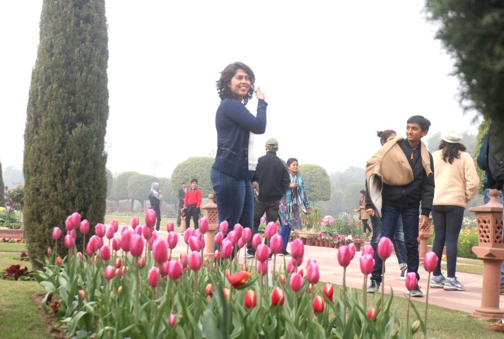 People enjoy themselves at Mughal Gardens of Rashtrapati Bhavan during its press preview in New Delhi, on  Feb 2, 2019.