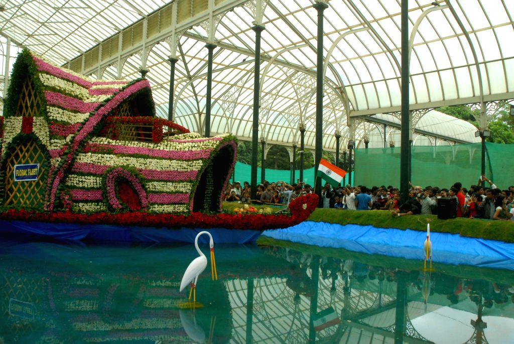 People enjoys the last day of the Independence day flower show at Glass House Lalbhag in Bangalore on August 15, 2013. (Photo::: IANS)