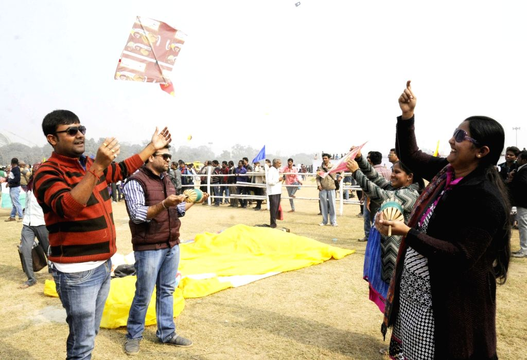 People fly kites ahead of Makar Sankranti in Patna, on Jan 14, 2016.