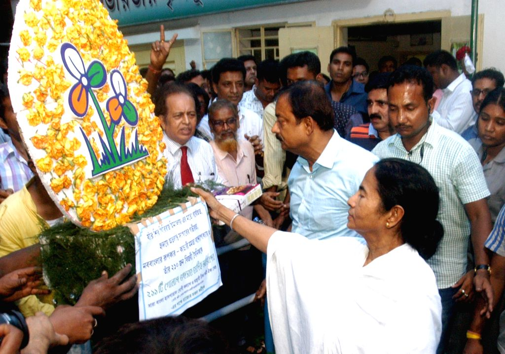 People greet Trinamool Congress supremo Mamata Banerjee for her victory in the recently concluded West Bengal Assembly polls  in Kolkata, on May 24, 2016. - Mamata Banerjee