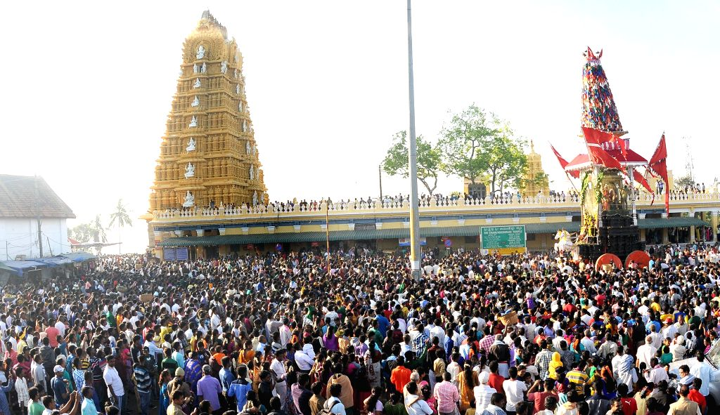 People in large numbers participate in Chamundeshwari Rathotsava in Mysuru, on Oct 25, 2015.