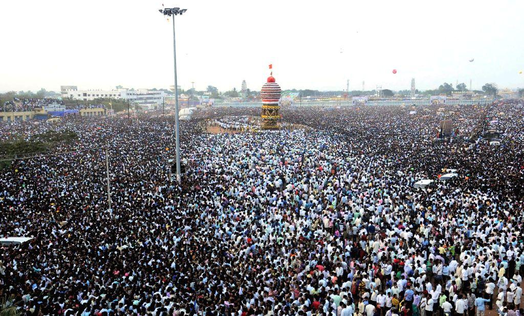 People in large numbers participate in  Sri Gavisiddeshwara Jatra organised in Koppal district of Karnataka on Jan 14, 2017.