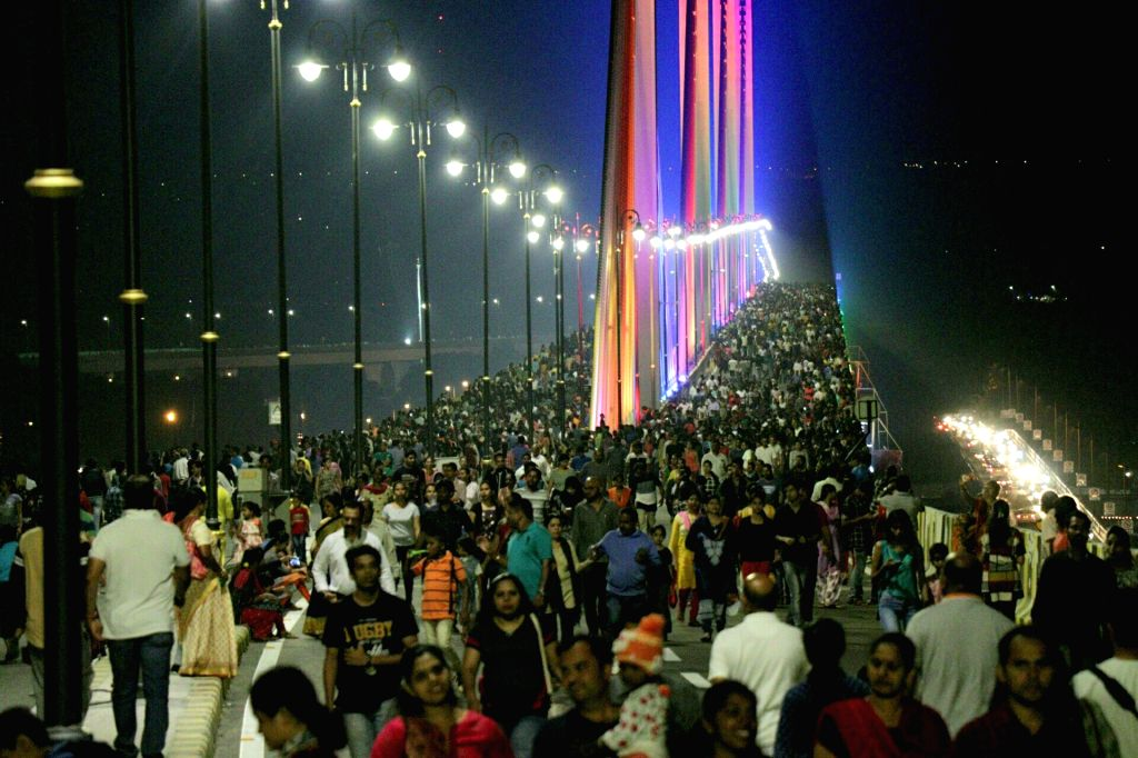 People in large numbers throng Atal Setu - a 5.1km long cable-stayed bridge over river Mandovi in Porvorim on Feb 3, 2019.
