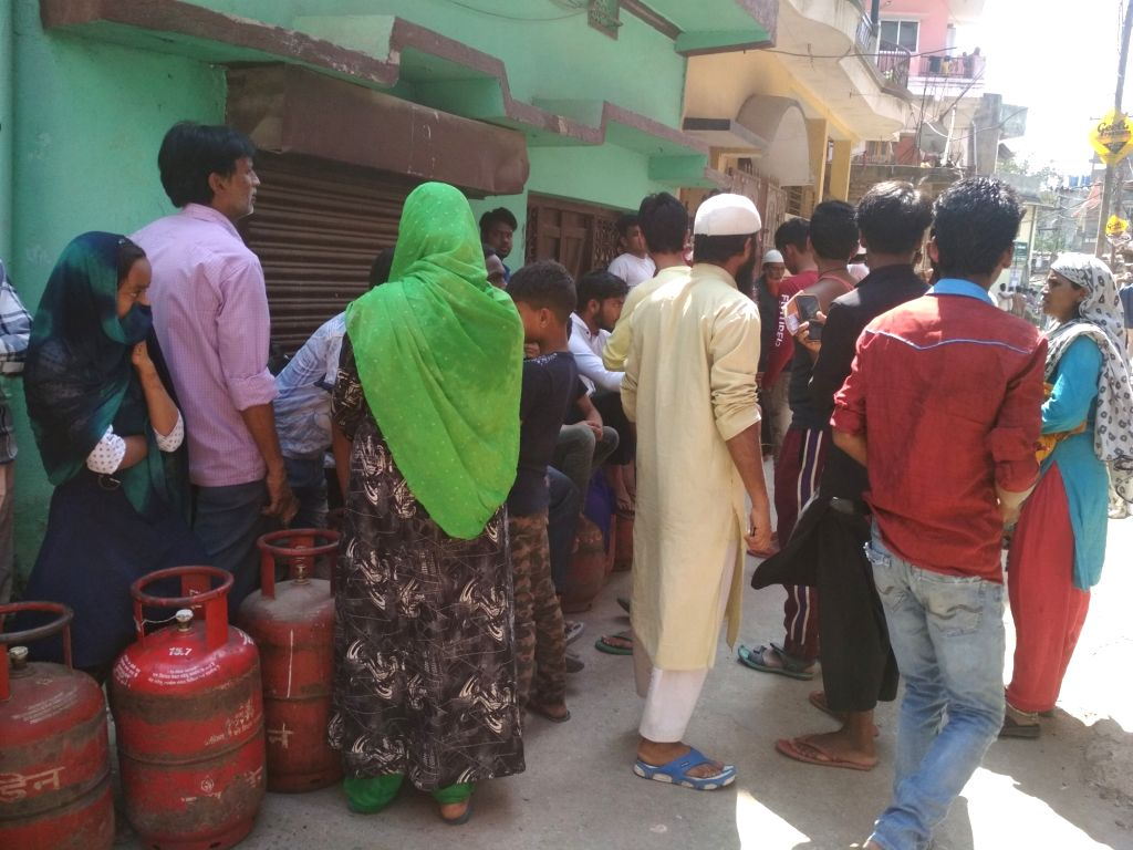 People of LPG in Jharkhand's capital Ranchi are blowing up the lock down.