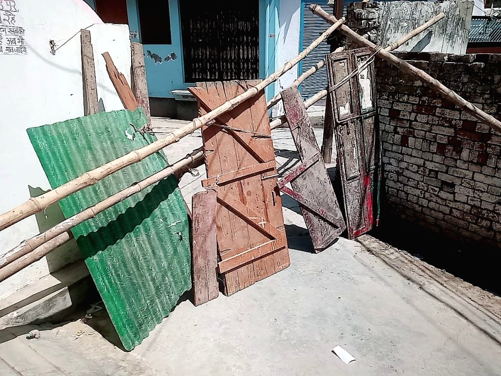 People of Malin slum follow lockdown.