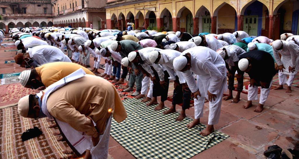 People offer Eid-Ul-Adha prayers at Fatehpuri Masjid in New Delhi on Aug 1, 2020.