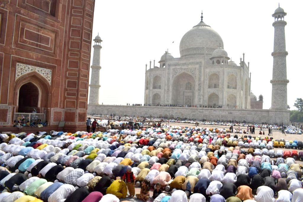 People offer Eid-ul-Fitr namaz at the Taj Mahal in Agra on June 5, 2019.