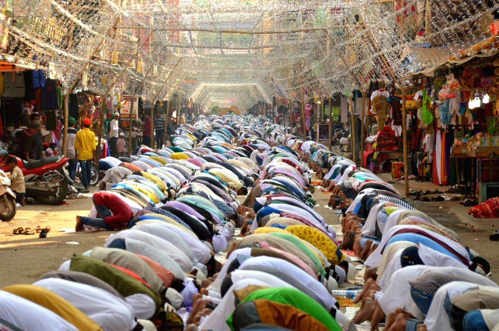 People offer namaaz on the road leading to Ajmer Sharif Dargah on Nov 13, 2015.