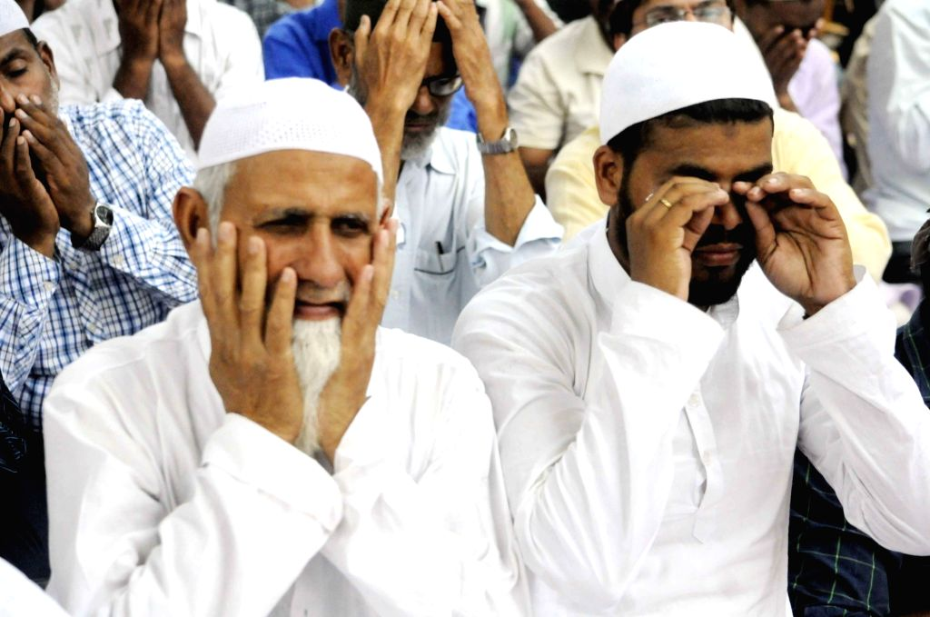 People offer namaz during the holy month of Ramadan in Patna on June 1,  2018.