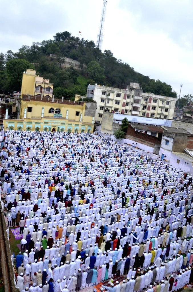 People offer namaz on Eid al-Fitr at Grid Mia mosque in Ranchi on July 7, 2016.