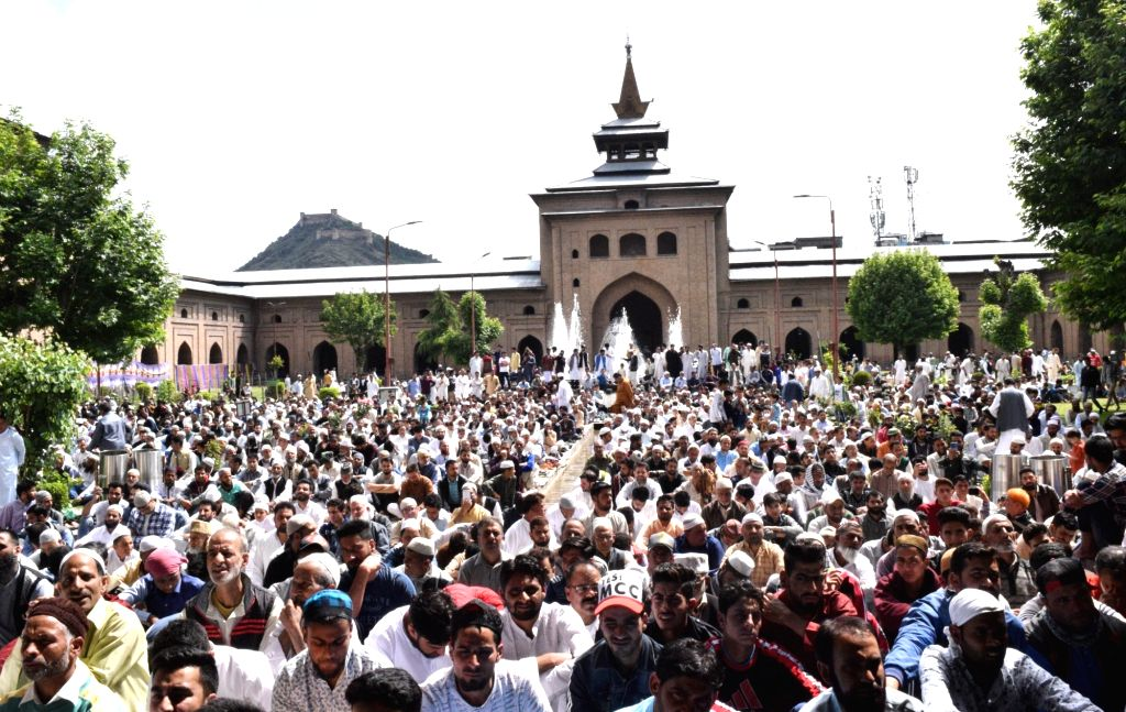 People offer namaz on Eid al-Fitr at Jama Masjid in Srinagar on June 5, 2019.