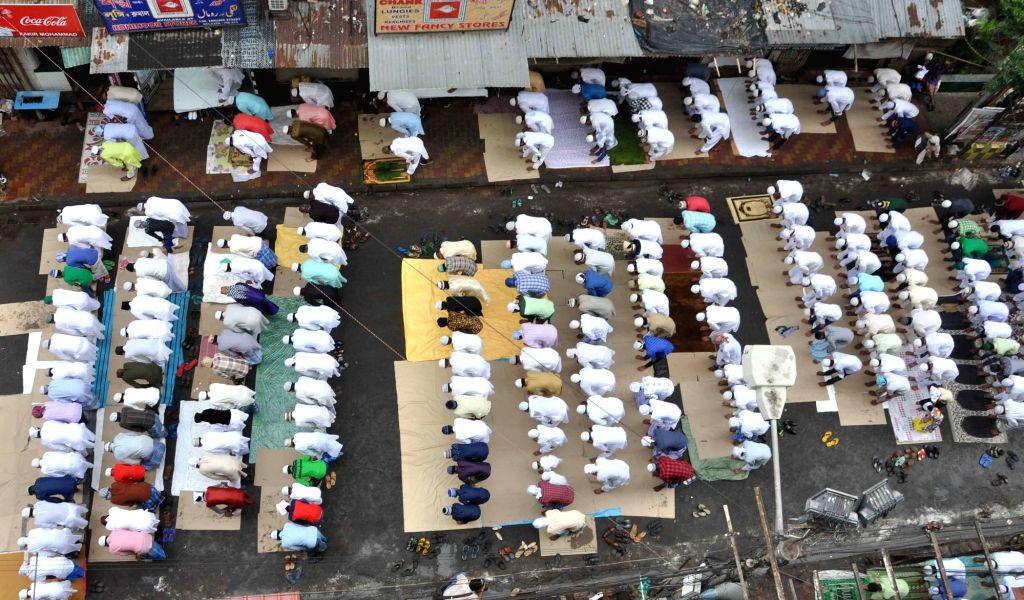 People offer namaz on Eid-al-Fitr at Nakhoda Masjid in Kolkata on July 7, 2016.