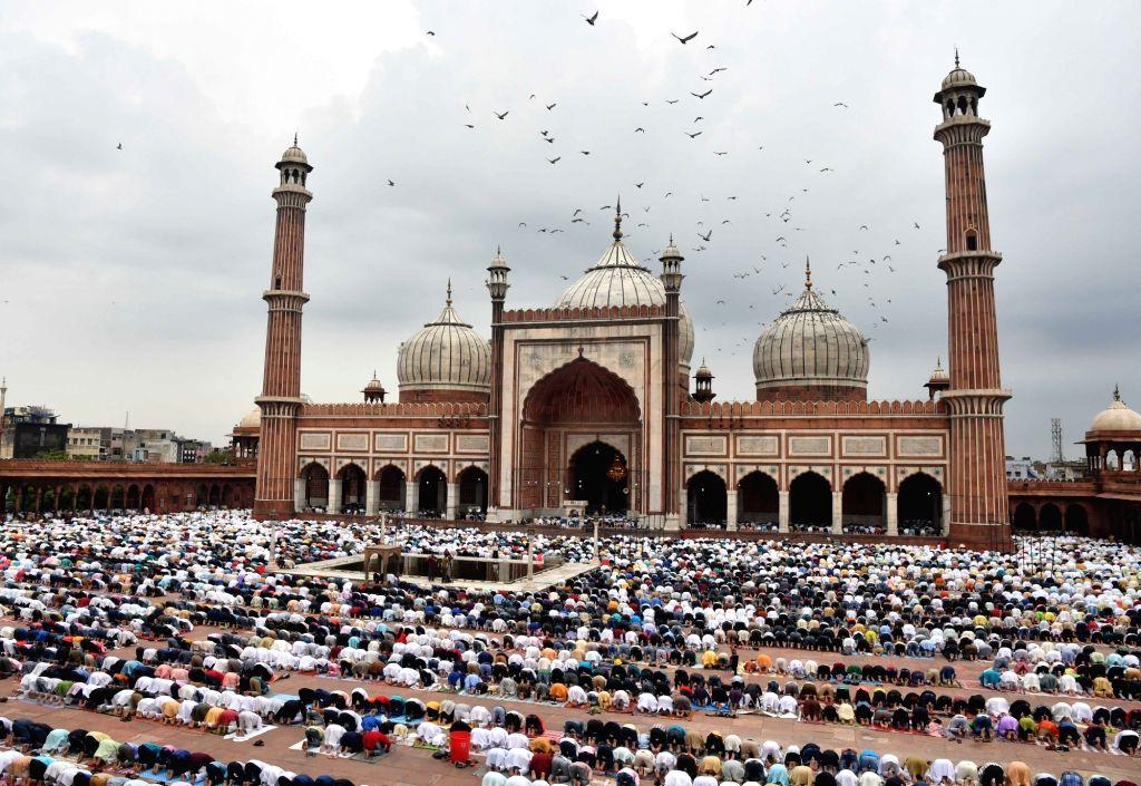 People offer namaz on Eid-ul-Adha at Jama Masjid in New Delhi on Aug 12, 2019.