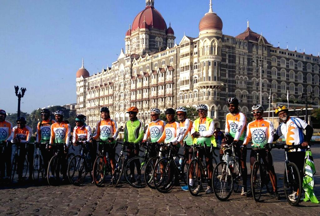 """People participate during a """"Kashmir to Kanyakumari"""" cycle rally organised by Rotary Club in Mumbai on Nov 25, 2016."""