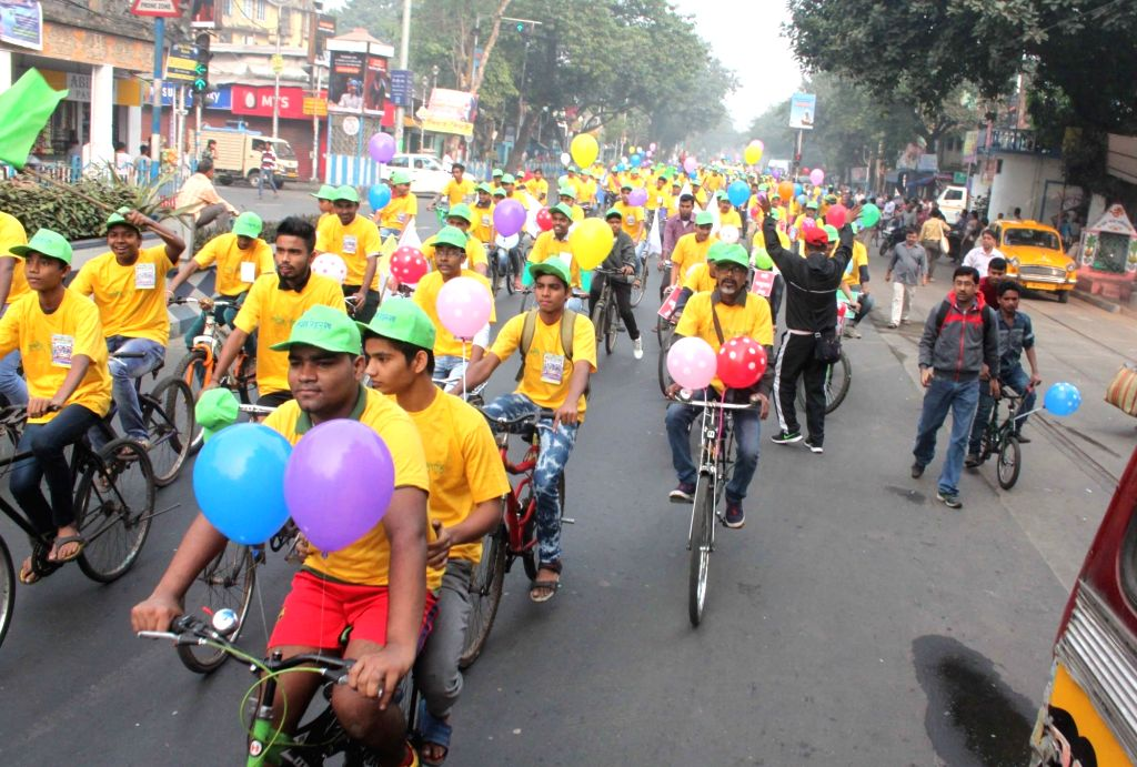 People participate in a cycle rally against rising pollution levels and to encourage use of bicycle in Kolkata on Nov 27, 2016.