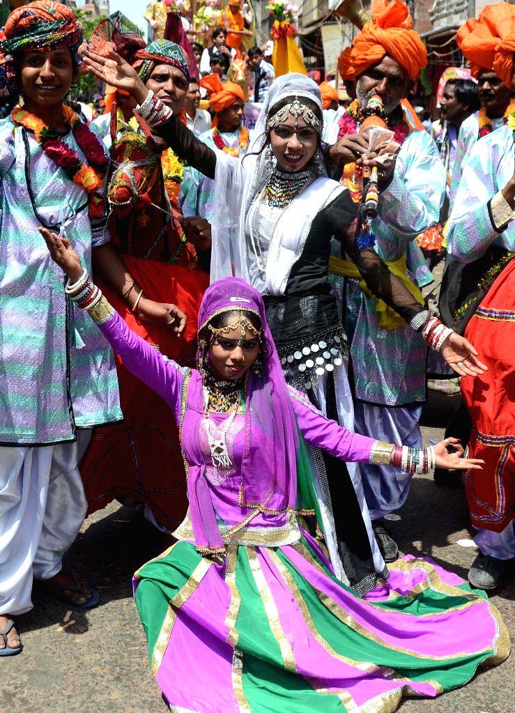 People participate in a procession organised on Mahavir Jayanti at Sadar Bazaar in New Delhi on April 13, 2014.