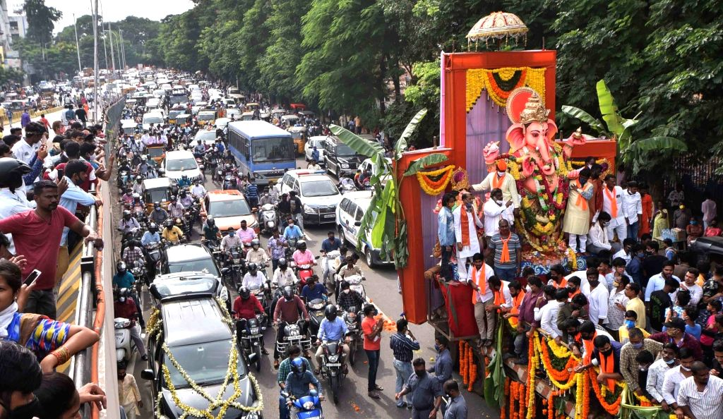 People participate in idol immersion procession on the last day of Ganesh Chaturthi celebrations in Hyderabad on Sep 1, 2020.