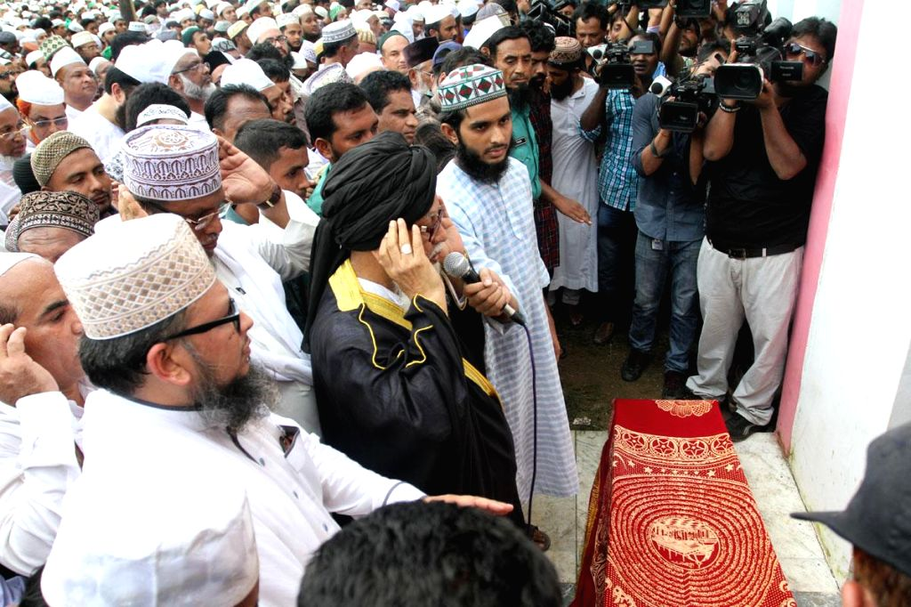 People participate in Namaz-e-Janaza of Islamic Front leader and Islamic television show host Maolana Nurul Islam Farooqi at the National Eidgah in Dhaka, Bangladesh on Aug 29, 2014.