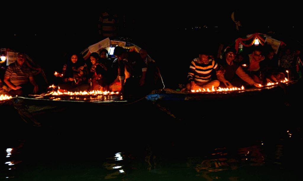 People participate in the `Maha Ganga Aarti` on the eve of Makar Sankranti at Princep Ghat in Kolkata, on Jan 14, 2016.