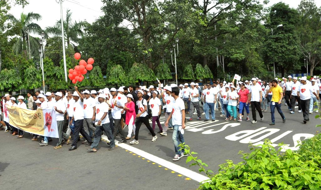 """People participate in """"Walk for Your Heart"""" ahead of World Heart Day in Kolkata, on Sept 25, 2016."""
