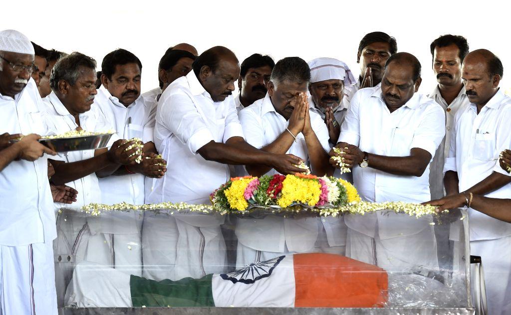 People pay tribute to former president APJ Abdul Kalam in Rameswaram on July 29, 2015.
