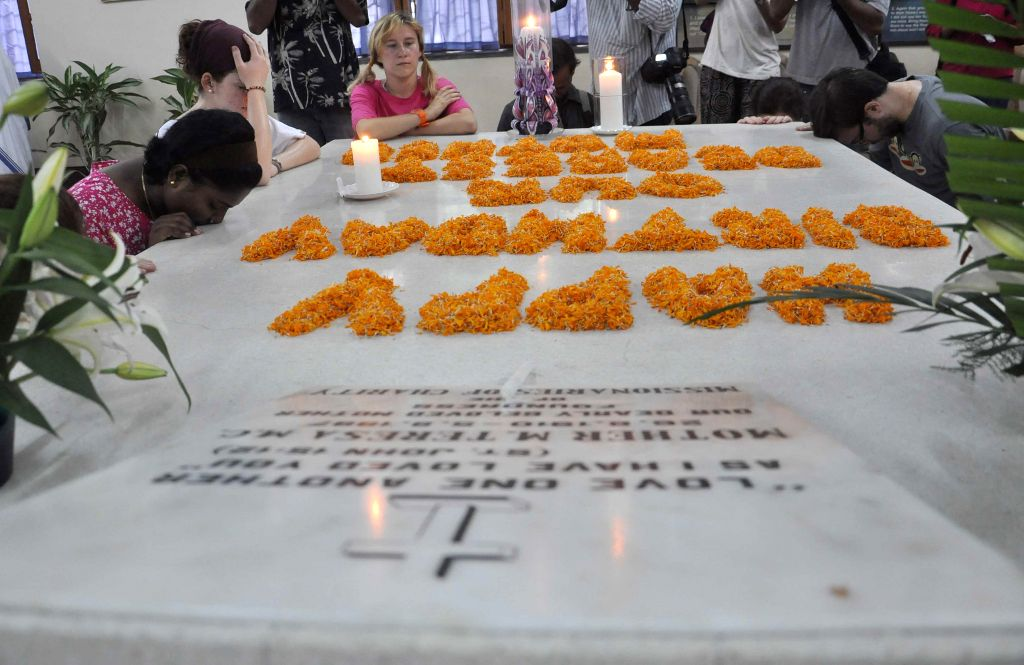 People pay tribute to Mother Teresa on her 104th birth anniversary at the Mother House in Kolkata on Aug 26, 2014.