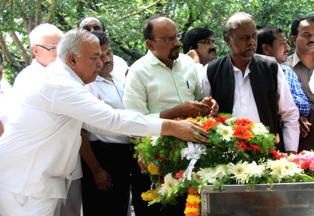 """People pay tribute to the mortal remains of senior Kannada journalist and social activist Gauri Lankesh in Bengaluru on Sept 6, 2017. Editor of the weekly Kannada tabloid """"Lankesh ..."""