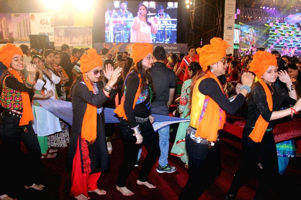 People perform Garba during Navratri in Mumbai on Oct 7, 2016.