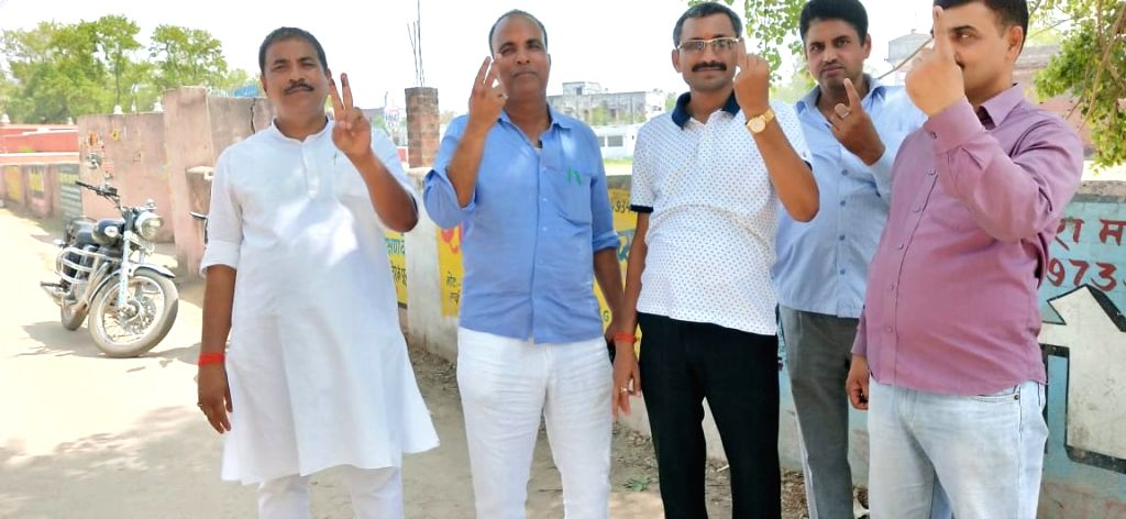 People show their inked finger after casting their votes for the 2019 Lok Sabha elections in Bihar's Aurangabad, on April 11, 2019.