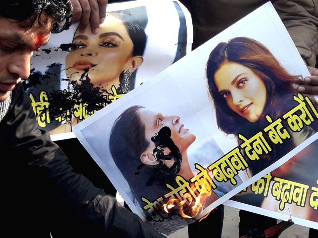 """People stage a demonstration against Deepika Padukone starrer """"Chhapaak"""" in Patna on Jan 11, 2020. - Deepika Padukone"""