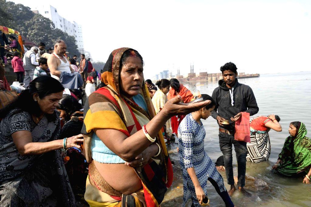 People take holy dip in the Ganga river on Makar Sankranti in Patna, on Jan 14, 2017.