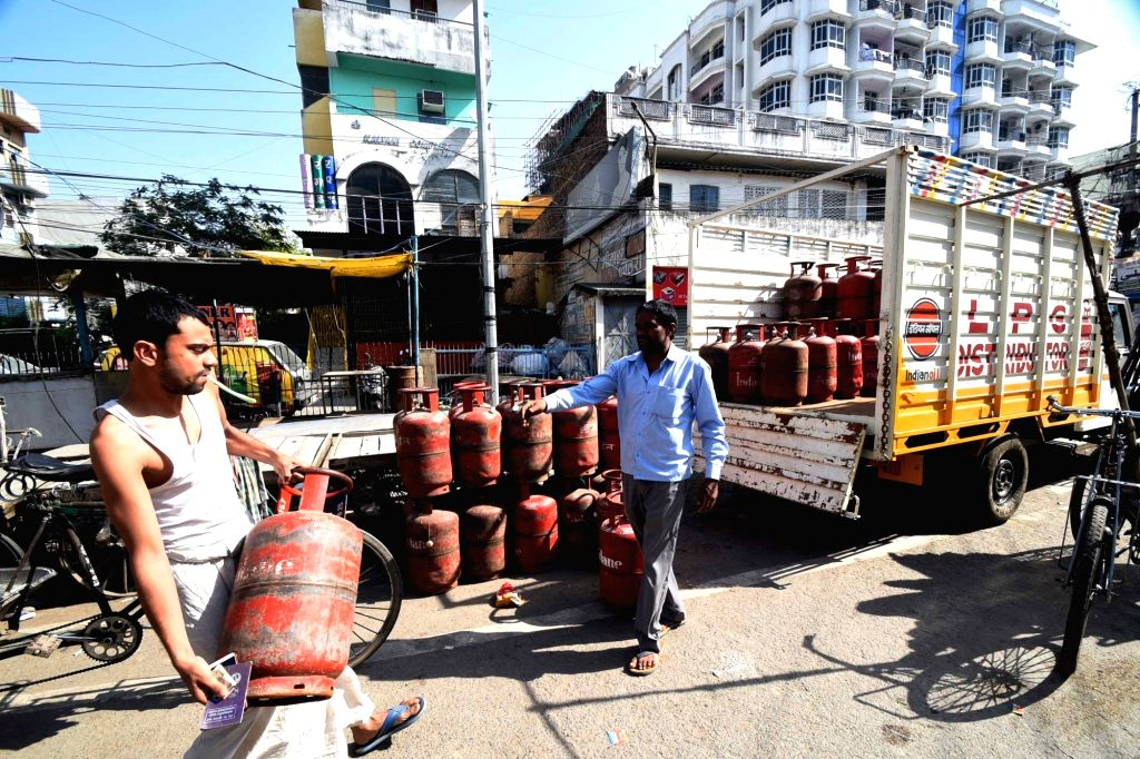 People take home LPG Gas cylinders on Day 2 of the 21-day nationwide lockdown imposed by the Narendra Modi government over the coronavirus pandemic; in Patna on March 26, 2020. - Narendra Modi