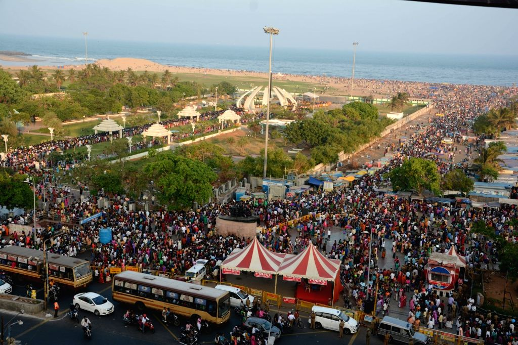 People thring Chennai's Marina beach on Kaanum Pongal, on Jan 16, 2017.