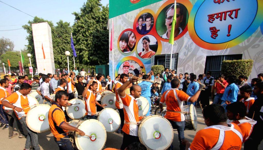 People visit the 35th India International Trade Fair (IITF) 2015, Pragati Maidan in New Delhi, on Nov 14, 2015.