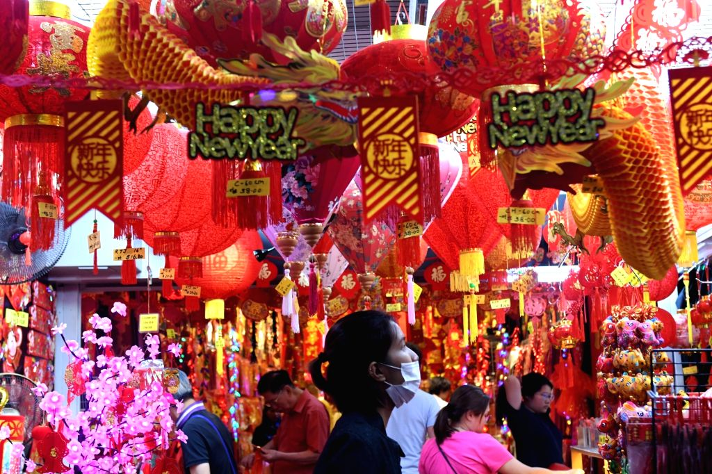 People visit the market on the eve of the Chinese Lunar New Year in Singapore's Chinatown on Jan 24, 2020.