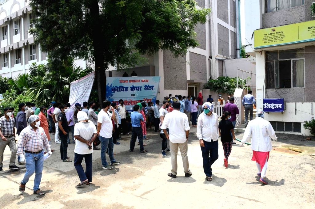 People wait for their turn to give their samples for COVID-19 testing, outside New Gardiner Road Hospital in Patna on Aug 4, 2020.