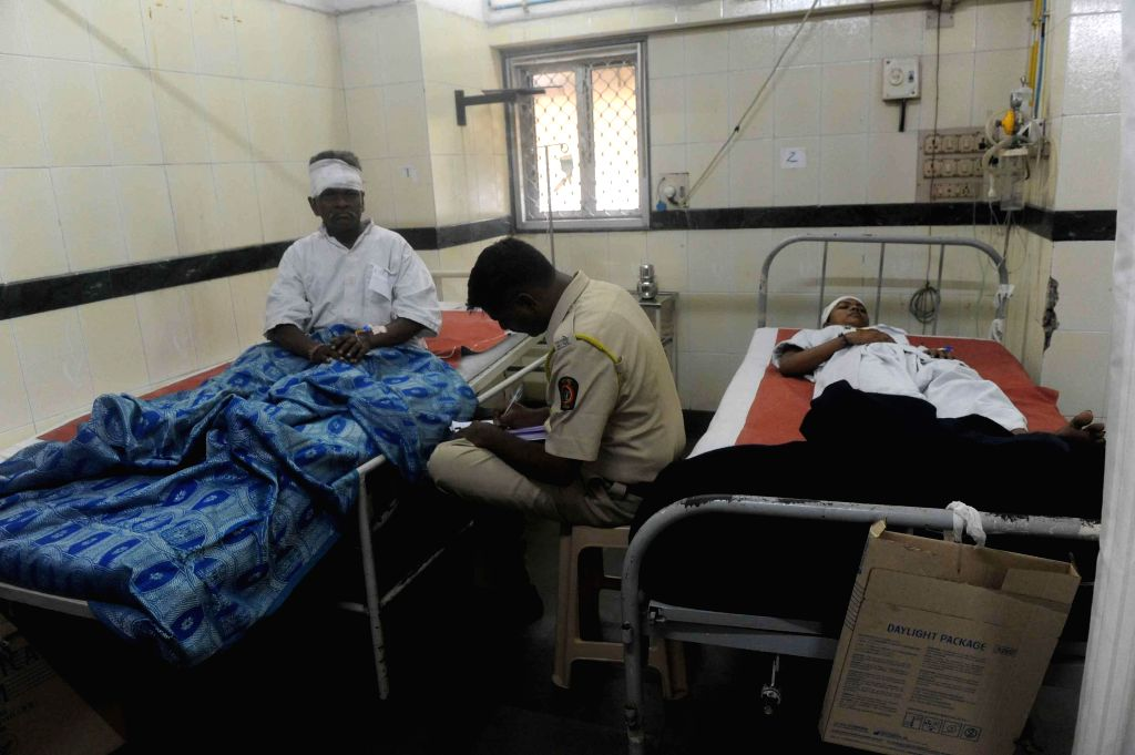 People who were injured in Chembur cylinder blasts admitted to a hospital in Mumbai on Aug 25, 2014.