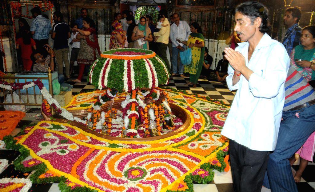 People worship lord Shiva in Amritsar on Aug 11, 2014.