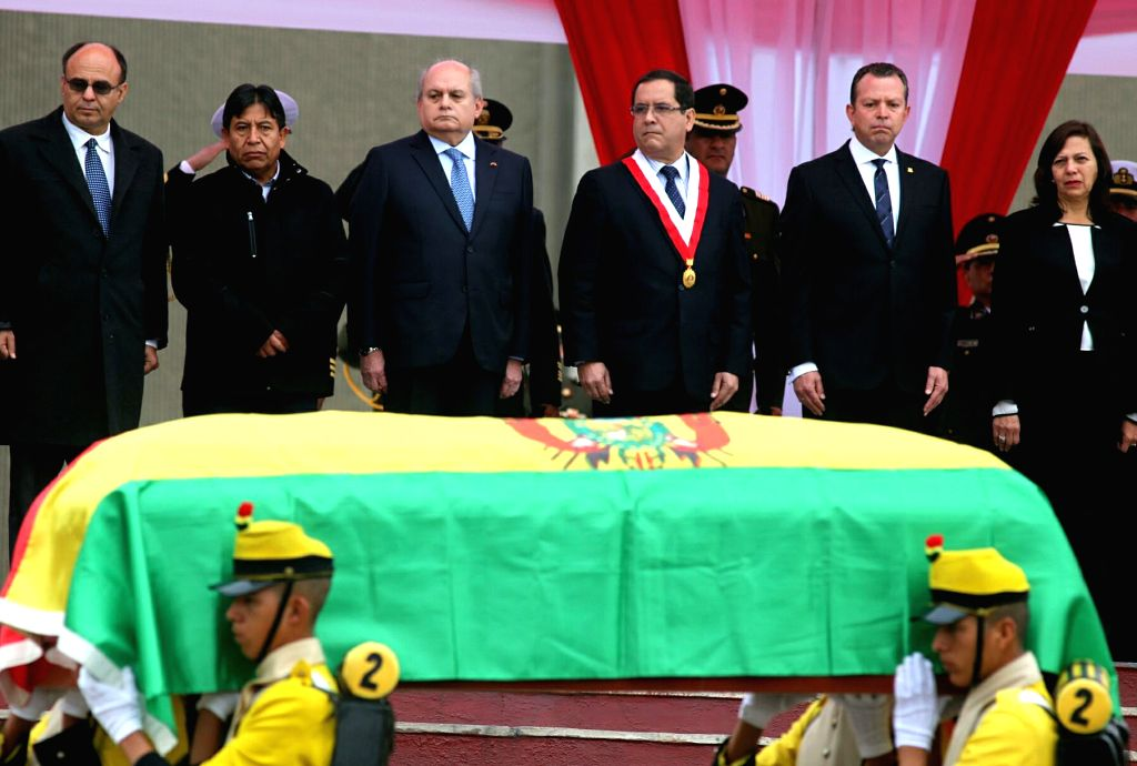 Peruvian Prime Minister Pedro Cateriano (3rd L) and Bolivian Foreign Minister David Choquehuanca (2nd L) take part in the delivery ceremony of the remains of Bolivian ... - Pedro Cateriano