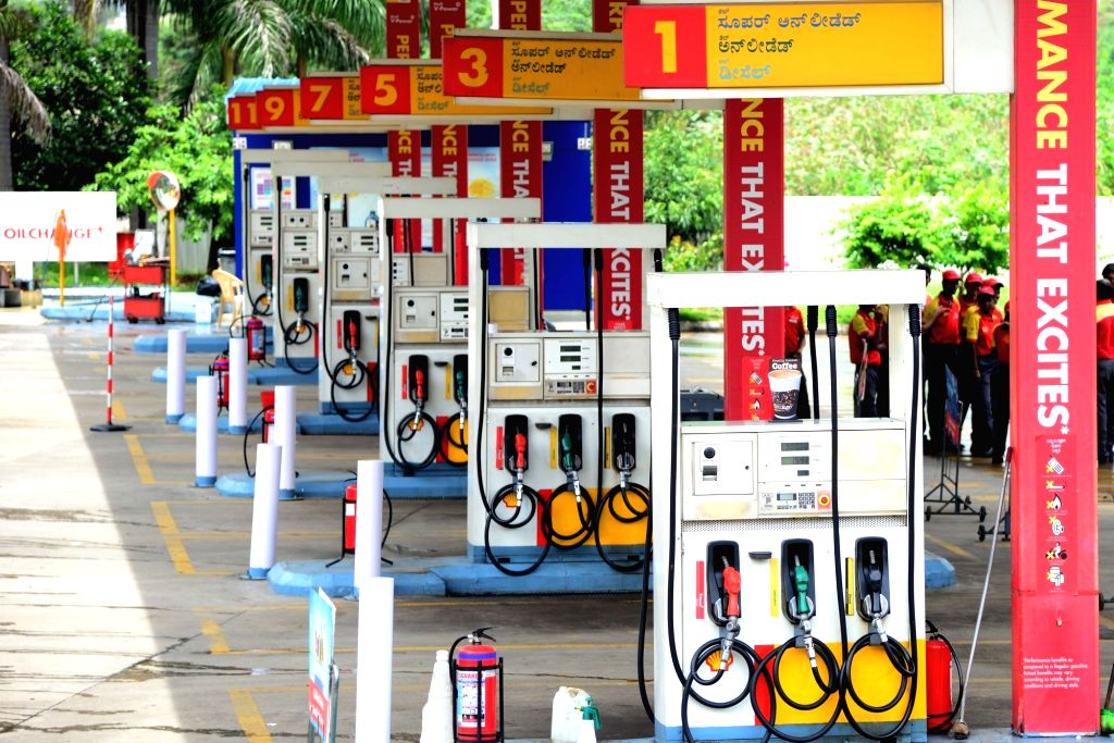 Petrol bunks being closed during the Pro-Kannada organisations and Farmers Associations called for a Karnataka bandh condemning the Mahadayi Water dispute tribunal order in Bengaluru on ...