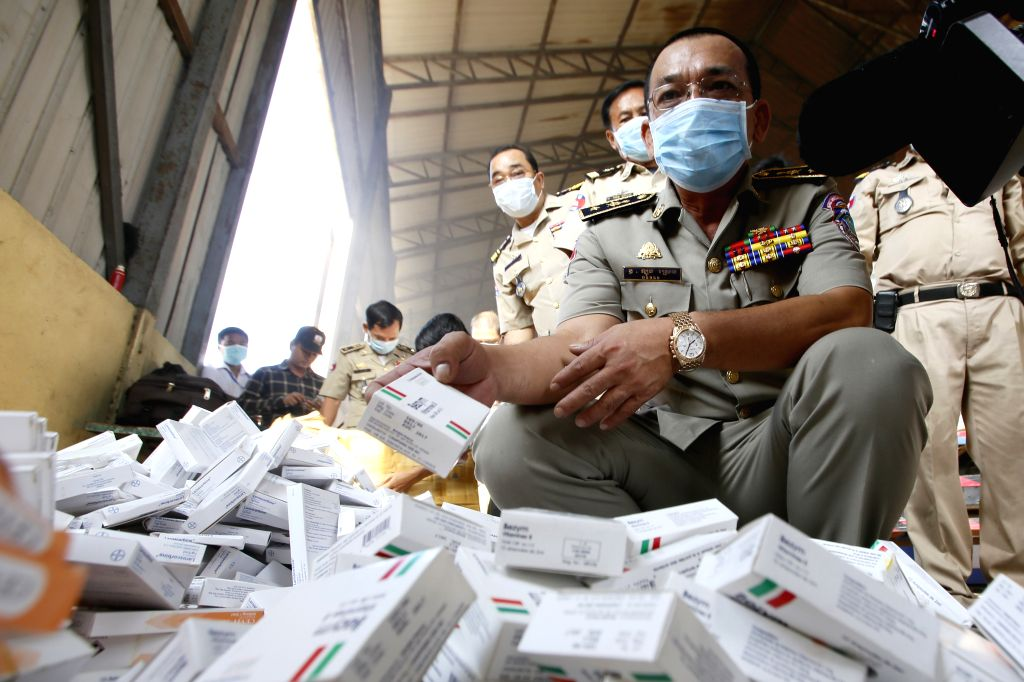 Phnom Penh (Cambodia): Brigadier General Long Sreng (R, front), deputy chief of the anti-economic crimes department of the Cambodian interior ministry, shows fake medicines to the media in Phnom ...