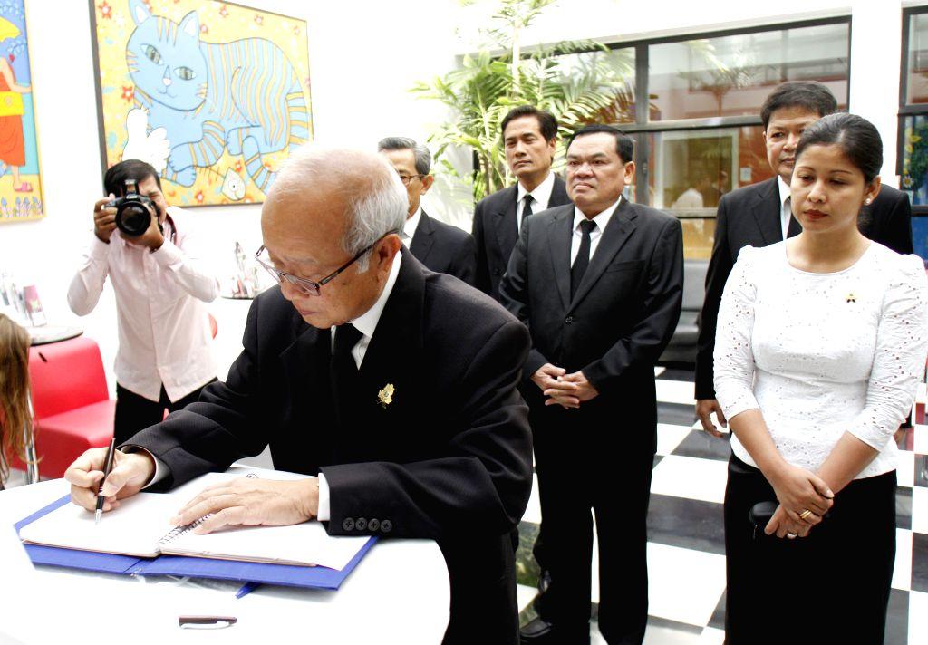 Cambodian Prince Norodom Ranariddh (front) writes in a condolence book at the French embassy in Phnom Penh, Cambodia, Jan. 12, 2015. Cambodian Prime Minister Hun - Hun Sen