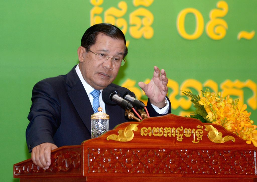 Cambodian Prime Minister Hun Sen speaks at an annual conference of the Ministry of Health in Phnom Penh, Cambodia, March 10, 2015. Hun Sen on Tuesday appealed ... - Hun Sen