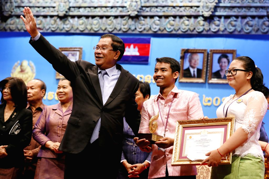 Cambodian Prime Minister Hun Sen (C) gestures in Phnom Penh, Cambodia, March 3, 2015. Hun Sen attended the celebrations of the 17th National Culture Day on ... - Hun Sen