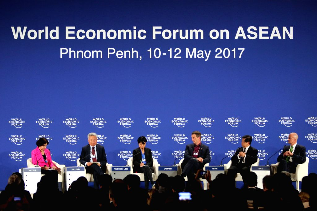 PHNOM PENH, May 12, 2017 - Jin Liqun(2nd L), president of the Beijing-based Asian Infrastructure Investment Bank (AIIB), attends the World Economic Forum on ASEAN on May 12, 2017 in Phnom Penh, ...