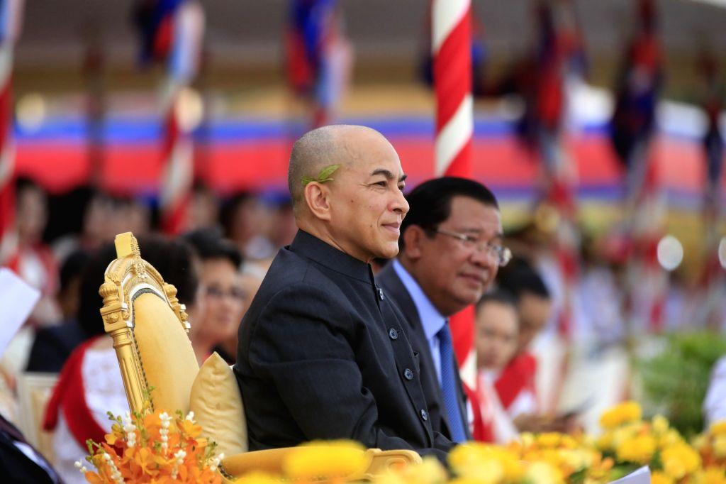 PHNOM PENH, Nov. 13, 2016 - Cambodian King Norodom Sihamoni (front) and Cambodian Prime Minister Samdech Techo Hun Sen attend a celebration of the Water Festival in Phnom Penh, Cambodia, Nov. 13, ... - Samdech Techo Hun Sen