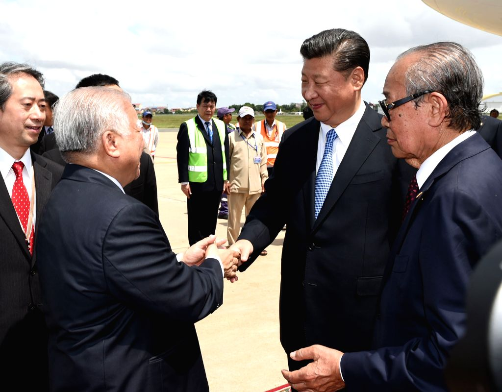 PHNOM PENH, Oct. 13, 2016 - Chinese President Xi Jinping is greeted by senior Cambodian government officials and members of the royal family upon his arrival at the airport in Phnom Penh, Capital of ...
