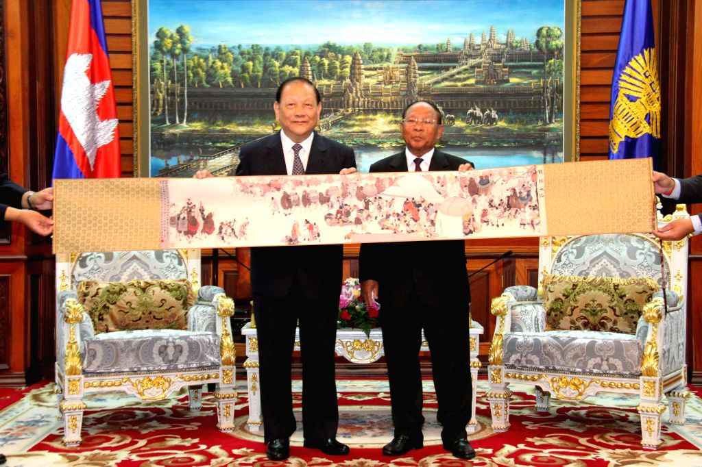 PHNOM PENH, Oct. 17, 2016 - Cambodia's National Assembly President Samdech Heng Samrin (R) receives a gift of Chinese painting from Bai Zhijian, chairman of Overseas Affairs Committee of the 12th ...