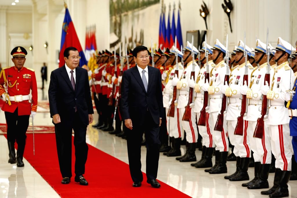 PHNOM PENH, Sept. 13, 2019 - Cambodian Prime Minister Samdech Techo Hun Sen (2nd L) and visiting Lao Prime Minister Thongloun Sisoulith inspect the guard of honor in Phnom Penh, Cambodia, Sept. 12, ... - Samdech Techo Hun Sen